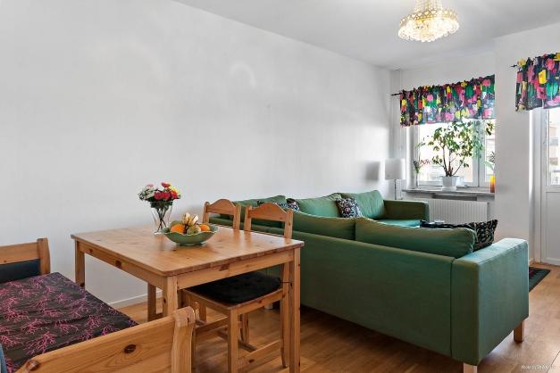 Plats finns både för matgrupp och soffa
