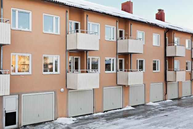 Välkommen till Johan Nybergs väg 16 B, en tvåa på första våningen