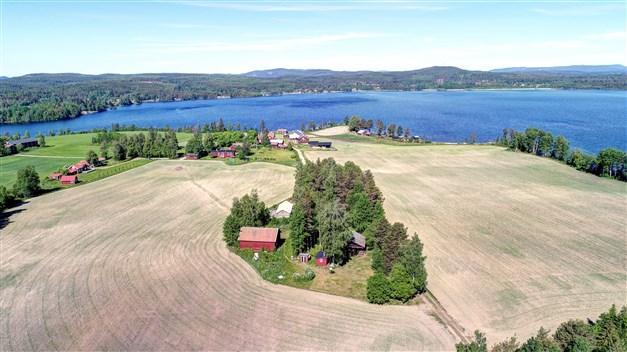 Välkomna till Näppänge i Bjuråker och en mycket välbevarad fastighet med utsikt över Norra Dellen!