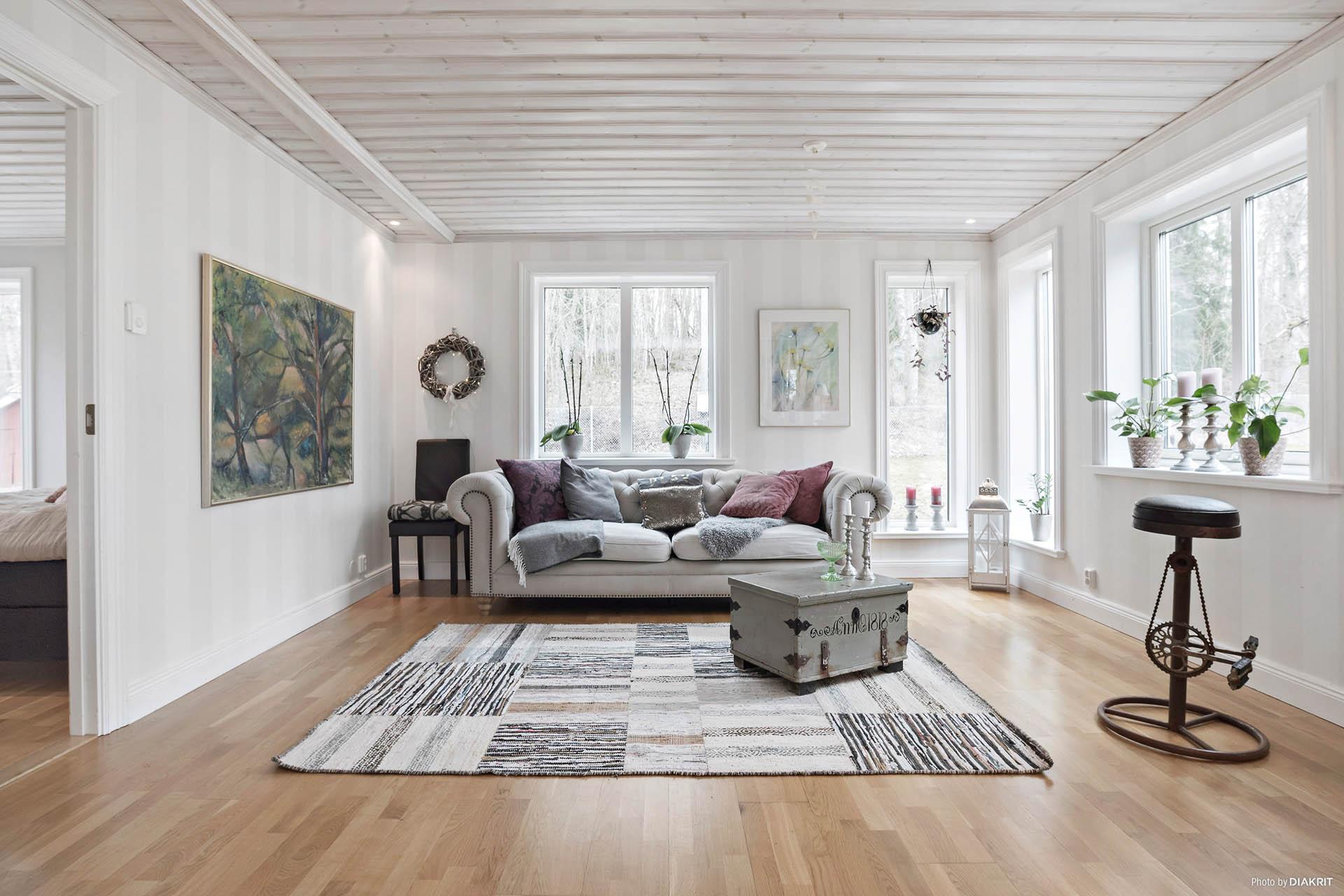 Vardagsrum med stora umgängesytor för hela familjen, släkt och vänner