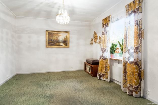 Allrum/sovrum i fil med vardagsrummet