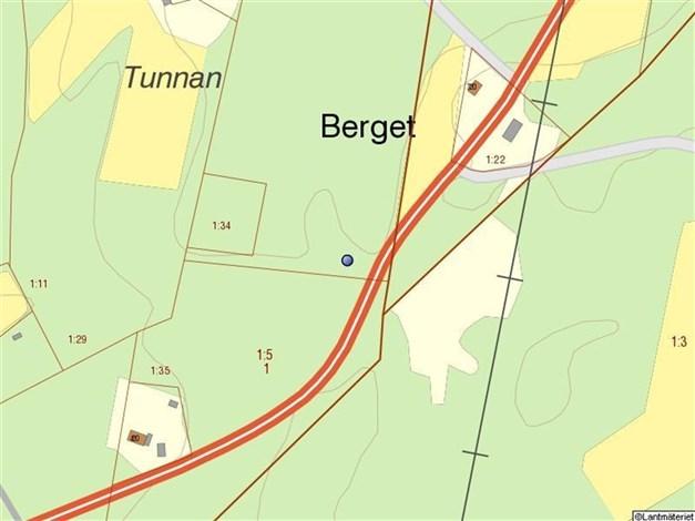 Fastighetskarta. Tomtens läge markerad med den blå pricken
