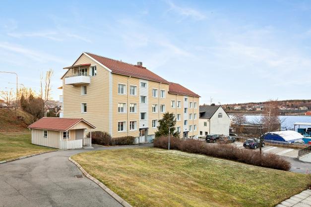 Innergård vy mot Långgatan och hamnen.