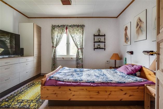 Sovrummet med bra klädförvaring.