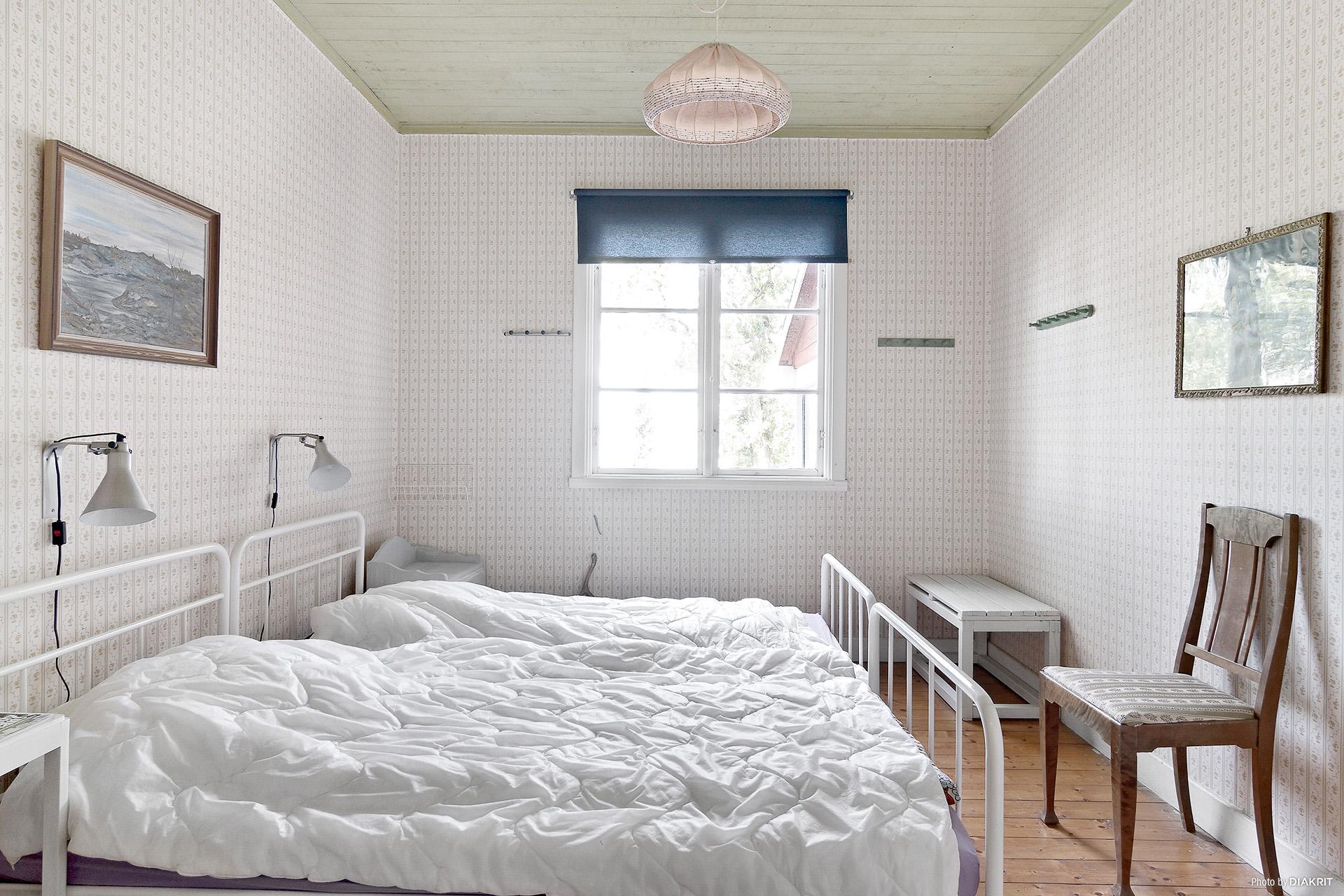 Sovrum två på bottenvåningen