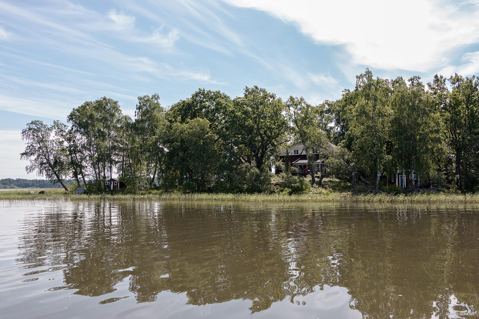 Sommarhuset från sjösidan (nordväst)
