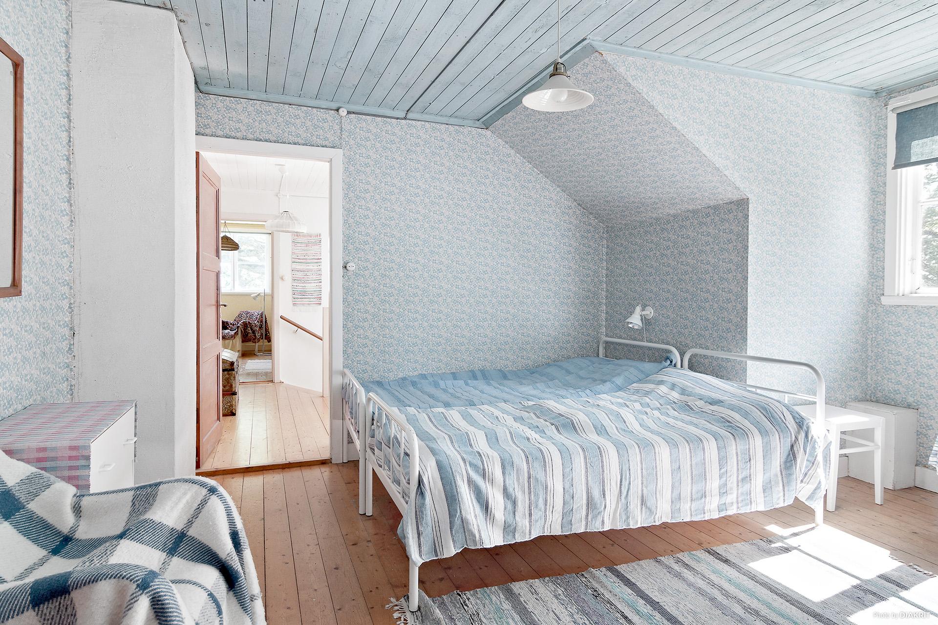 Ett av de fyra sovrummen på övervåningen
