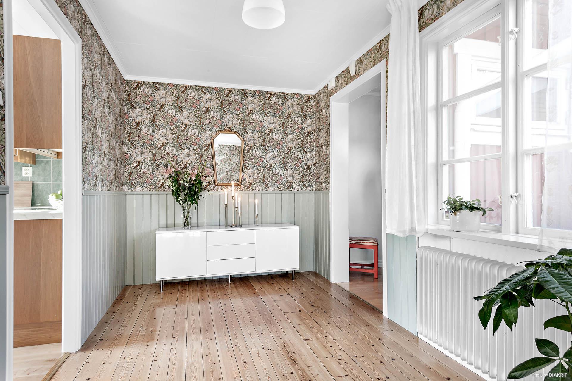 Gott om möbleringsytor finns i innerhallen