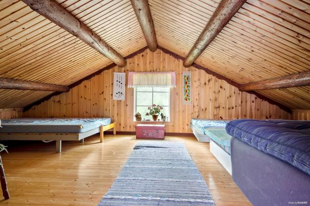Övre plan med utrymme för ytterligare sängplatser.