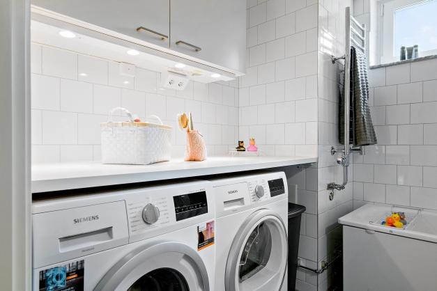 Tvättmaskin och torktumlare så klart!