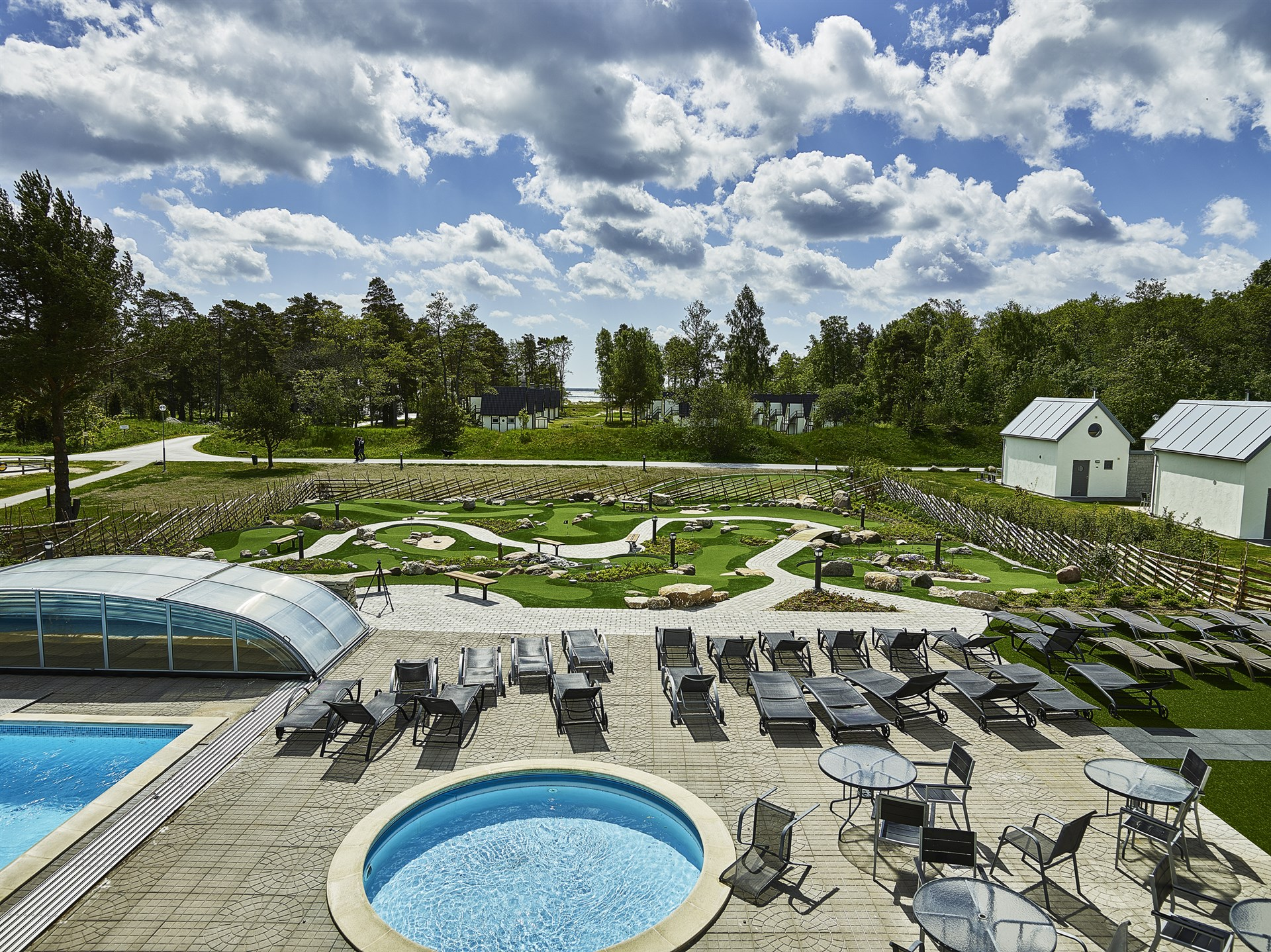 Fårö Resorts pool och äventyrsgolf