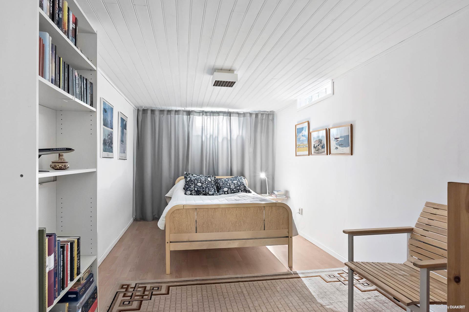 Sovrum i källare