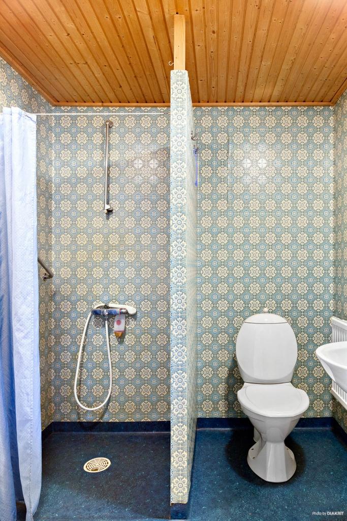 WC/dusch i groventrén.