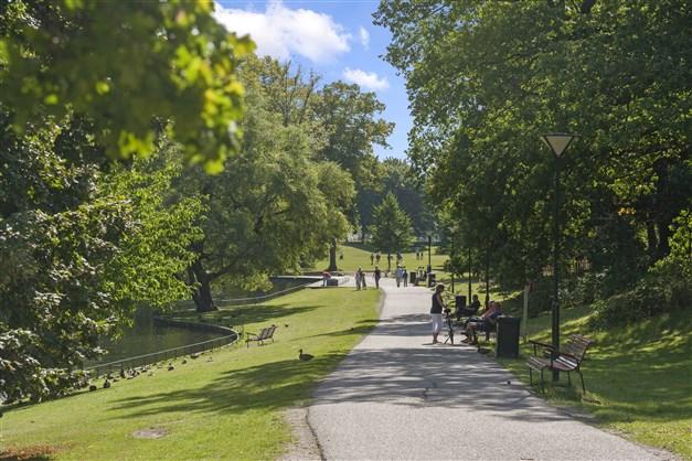 Trevliga promenad och motionsspår i Långbro Park