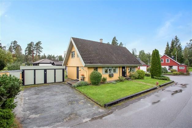 Fin villa i populärt område med dubbelgarage.