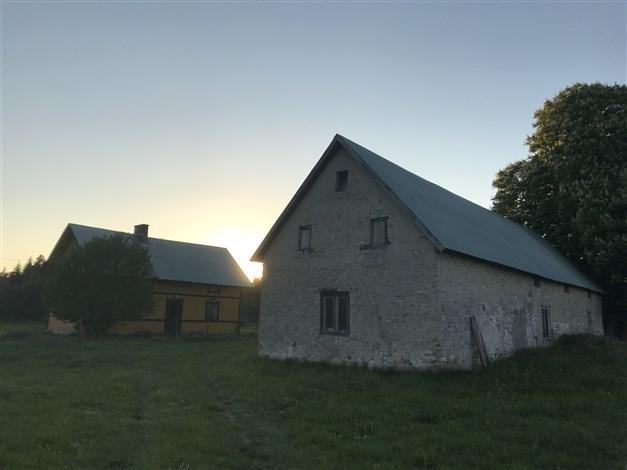 Gården i soluppgången