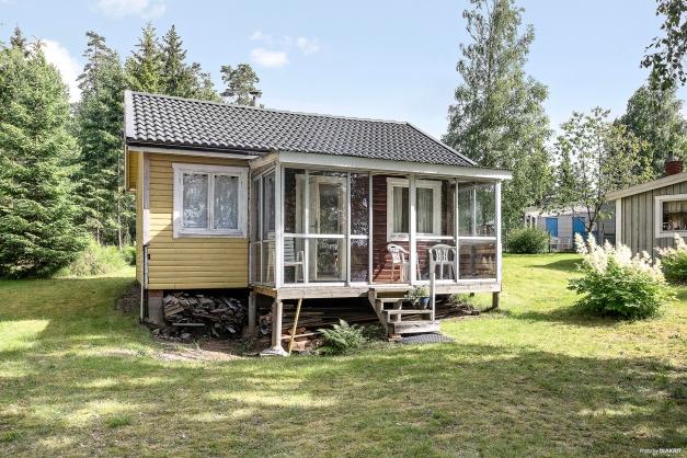 Fritidshus med två rum och kök fördelat på 31 kvm boarea