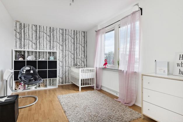 SOVRUM 2 - rymligt rum som funkar bra som både barnrum eller kontor.