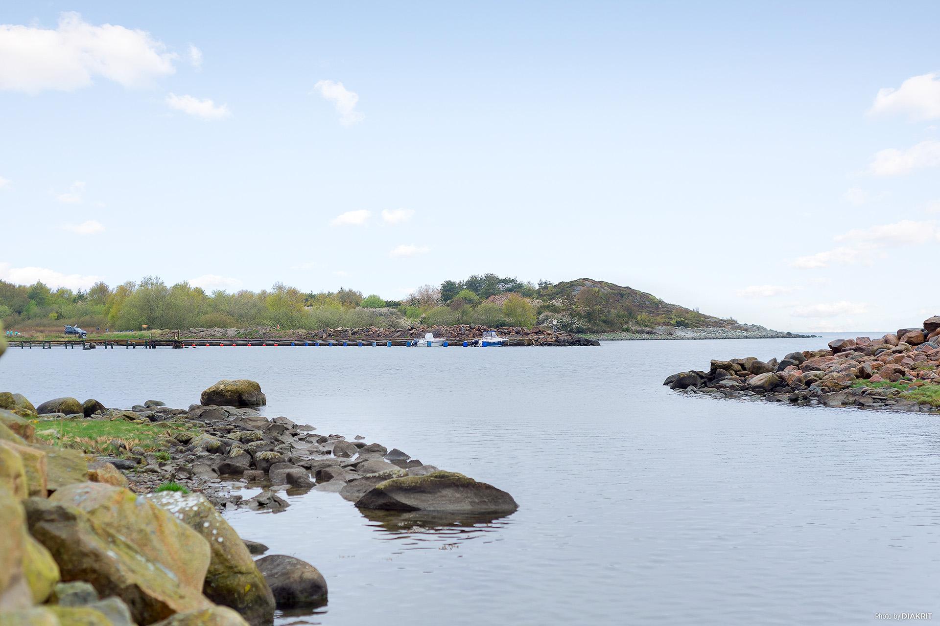 Småbåtshamn i närområdet finns det också