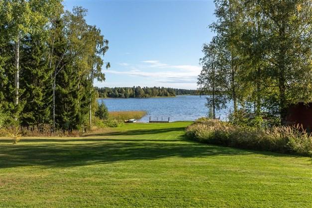 Välkomna till ett fint läge invid Storsjön i Forsa!