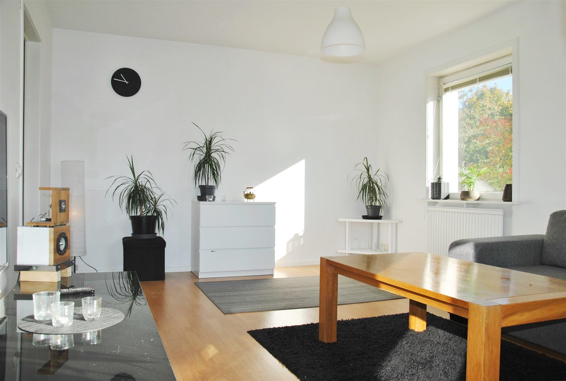 Gavelfönstret i vardagsrummet ger extra ljusinsläpp