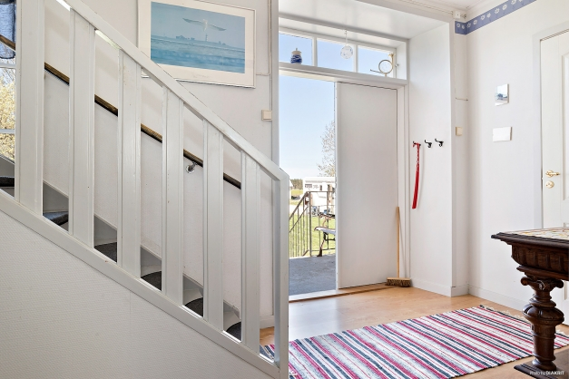 Finentrén med trappa upp till ovanvåningen