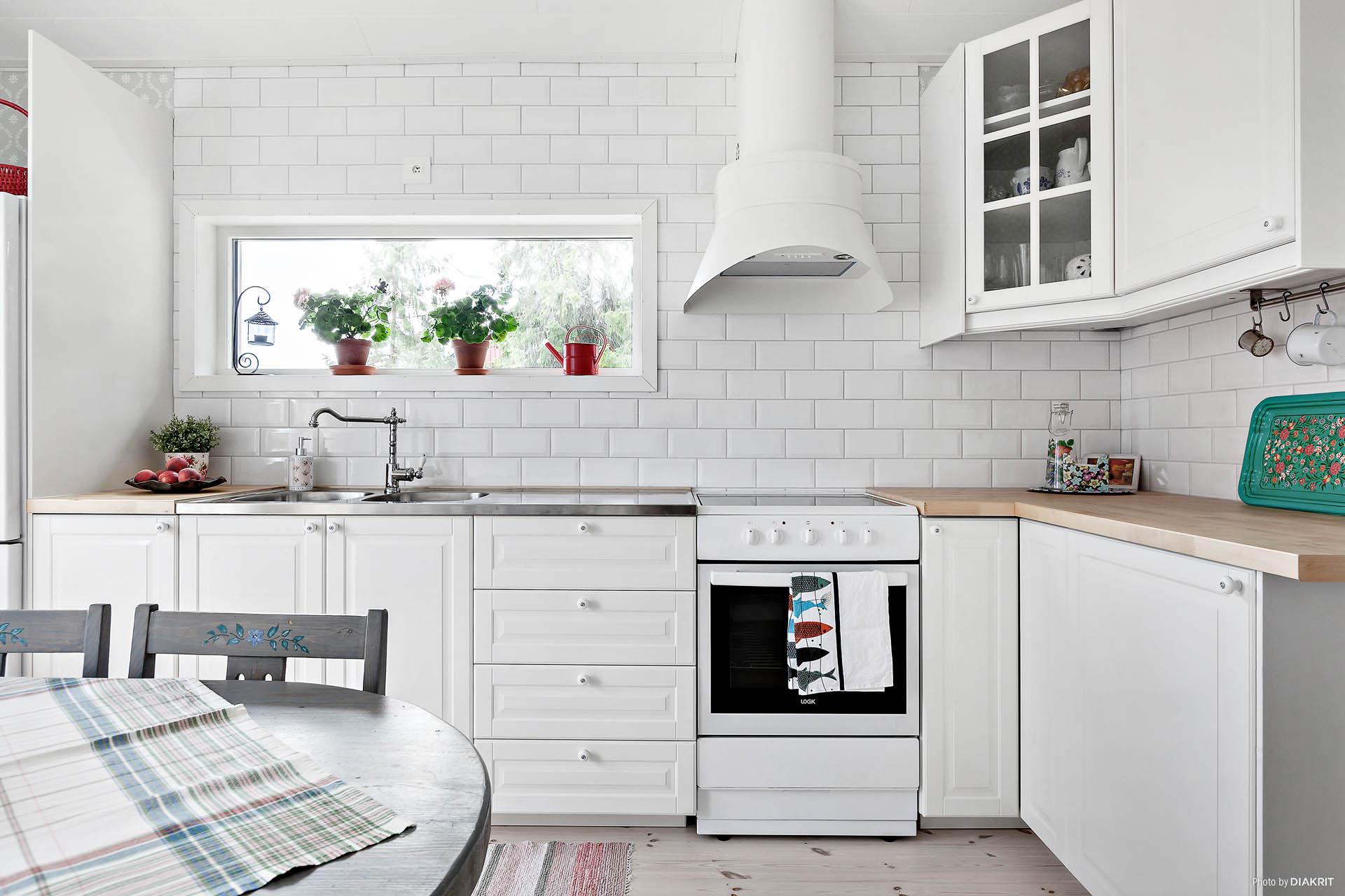 Kök (utbyggnad 2014) med köksinredning från Ikea
