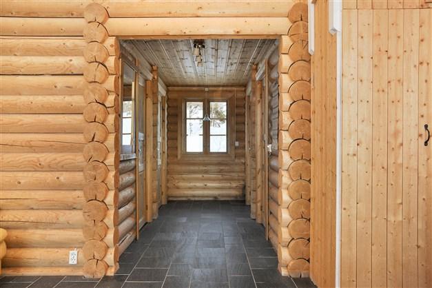 Korridoren in till sovrum och badrummet.