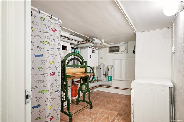 Extra dusch i källaren samt pannrum.
