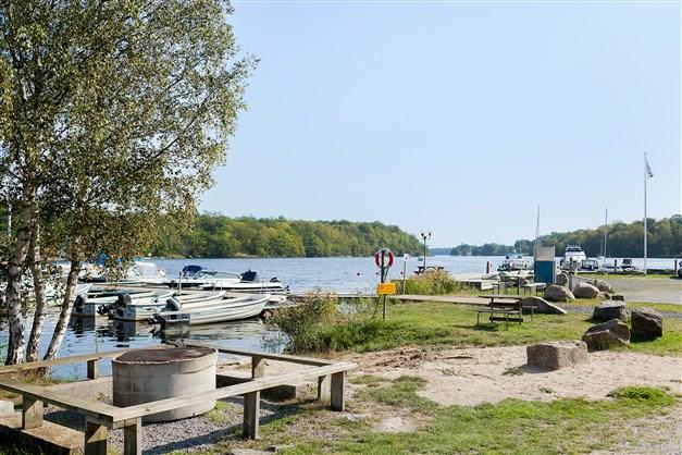 Grillplats, mindre banplats samt båtplats vid Guöviken