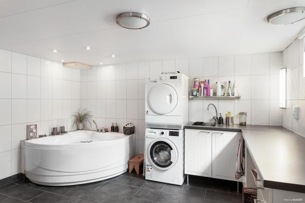 Tvättstuga med bubbelbad