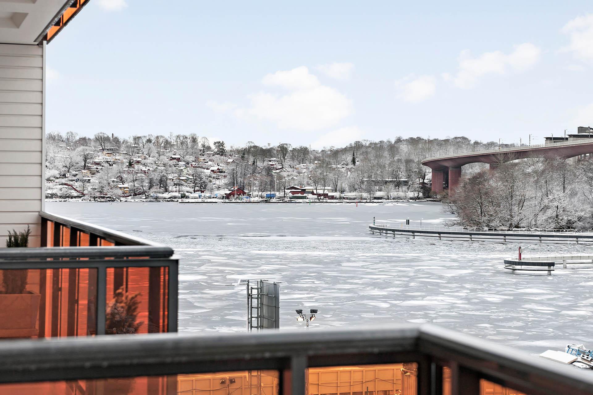 Utsikt mot Årstaviken från balkongen.