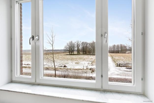 Fantastisk utsikt från köksfönstret - rakt ut mot Naturreservatet