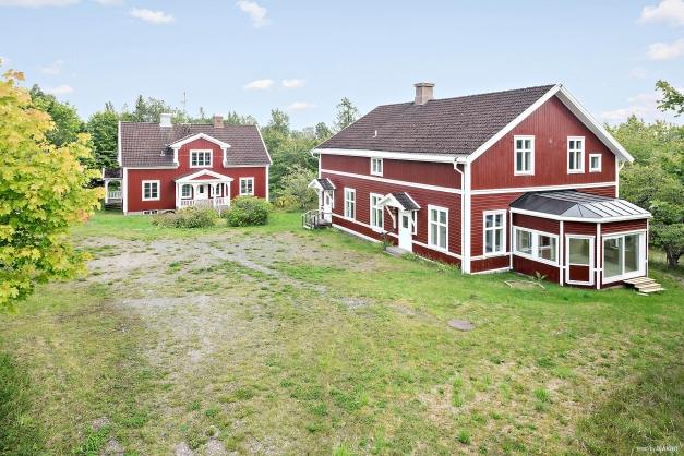 Fastigheten Nässjö Södra Målen 3:13. Två boningshus med två lägenheter i vardera.