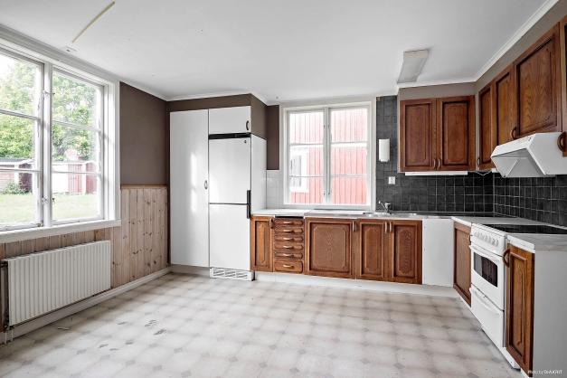 Kök i lägenhet på entréplan och flygelbyggnad