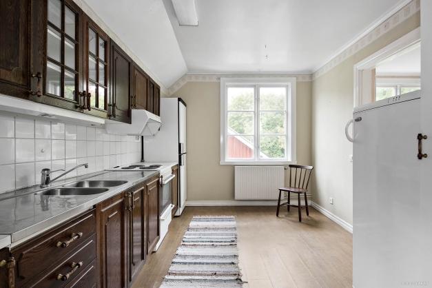 Kök i lägenhet på övre plan och flygelbyggnad