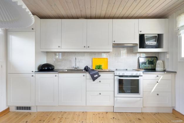 Ljust stilrent kök från IKEA