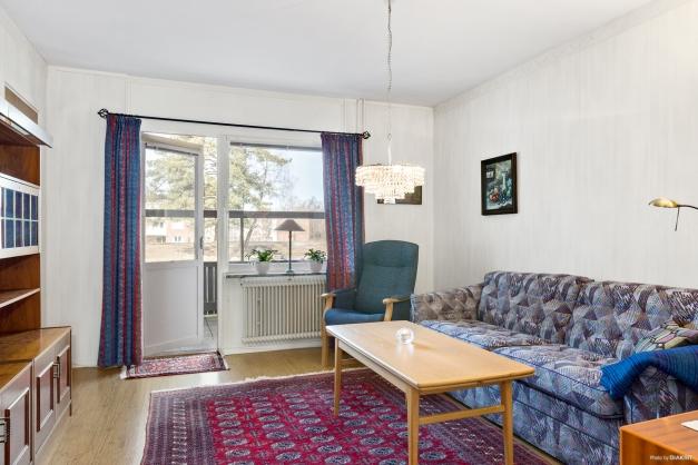 Sovrum/Tv-rum med utgång till uteplats i bästa solläge