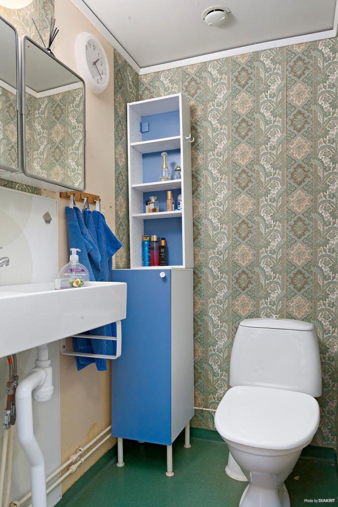 WC.rum intill hall på entréplan.