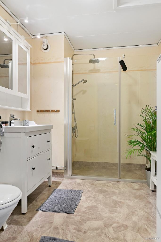 Fräscht duschrum på övre plan.