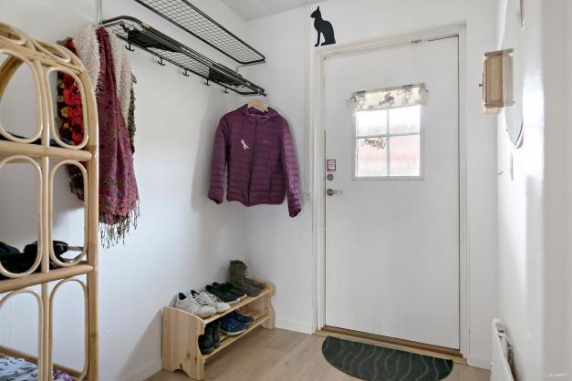 Hall med palts för ytterkläder.