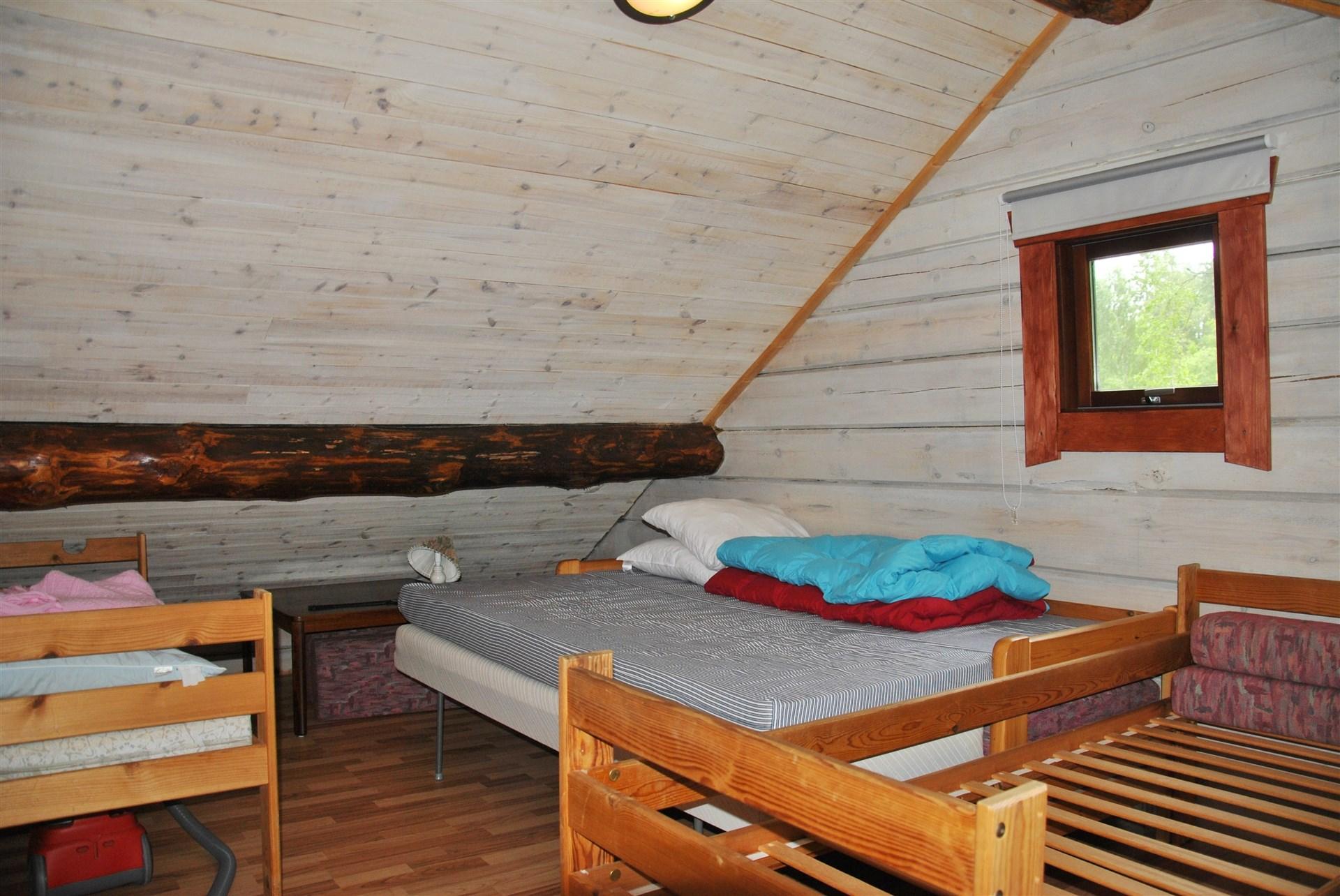 Sovrum 3/sovloft med plats för flera bäddar