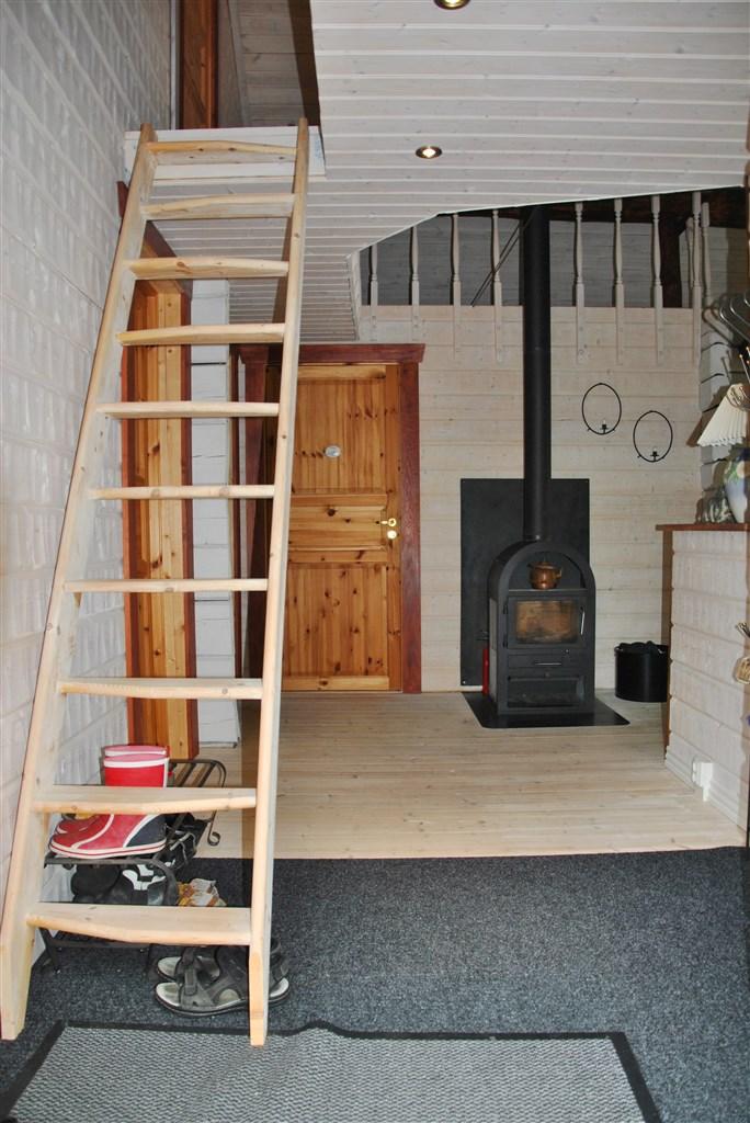 Entrén, med trappan till övre plan