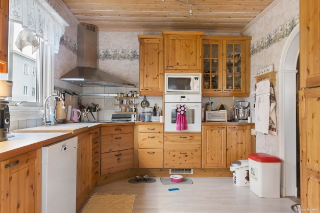 Kök med alla praktiska funktioner du kan tänkas behöva