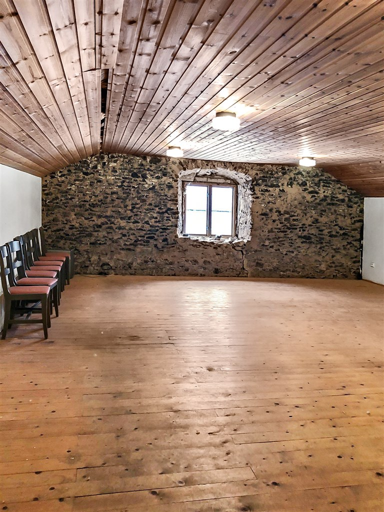 Översta våningen med lokal för ev konferens/fest.