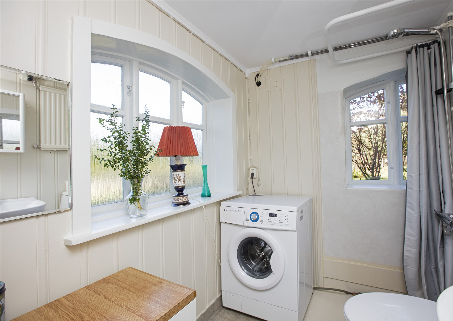 Tvättmaskin i badrum källare