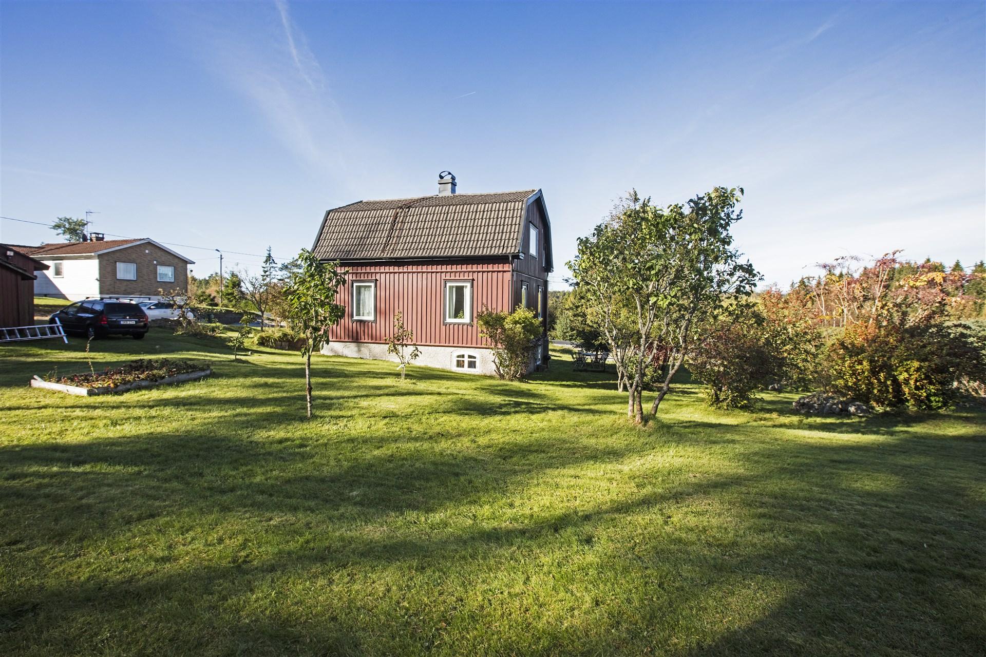 Hus med stor trädgård