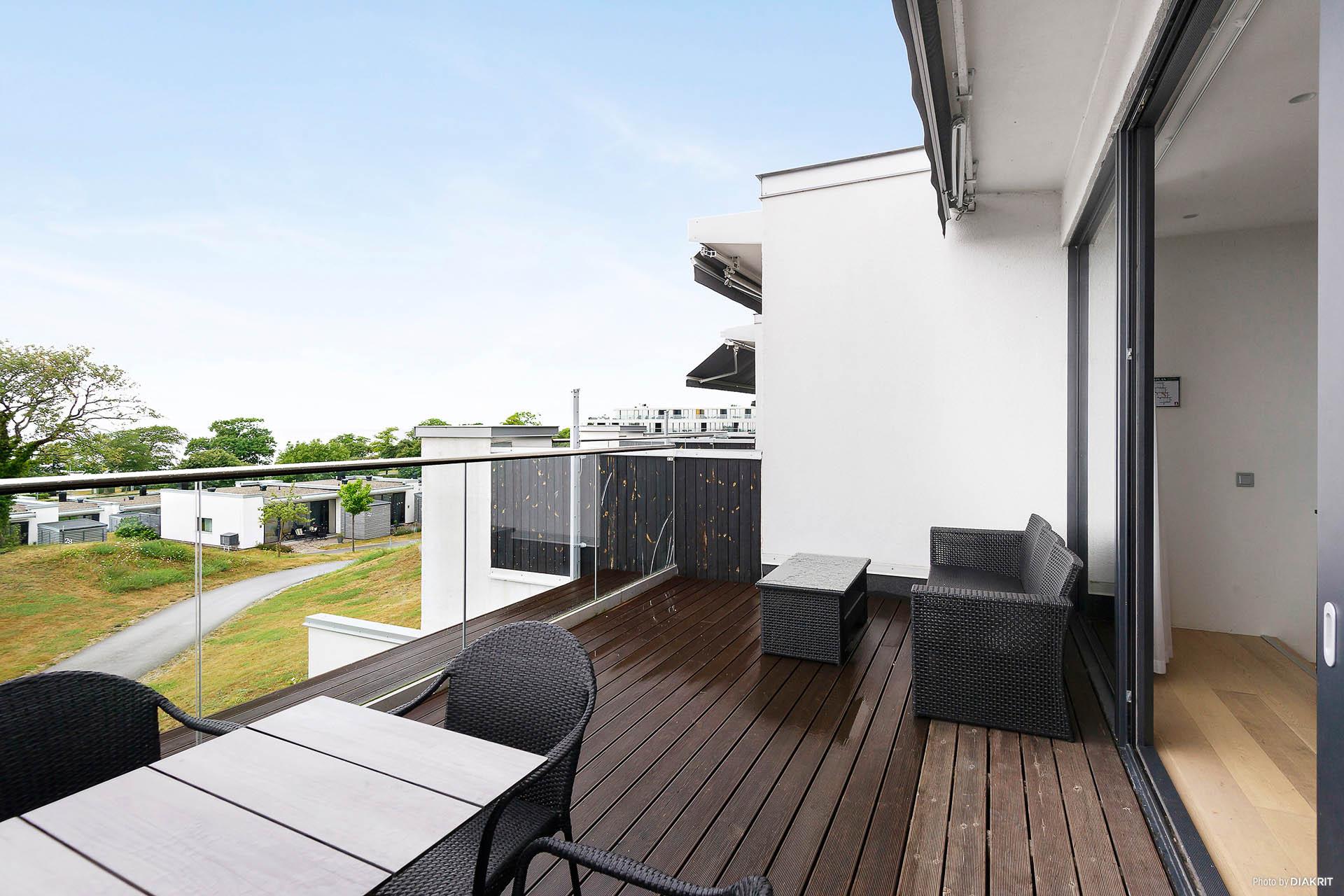 Terrassen rymmer både matplats och relax