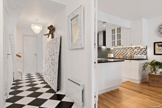 Entré / hall mot badrum och kök