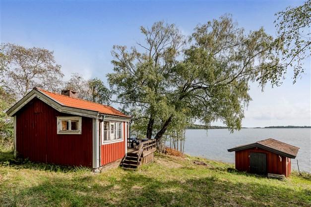 Sjötomt med stor potential och fantastisk utsikt över Själstensfjärden med kobbar och skär.